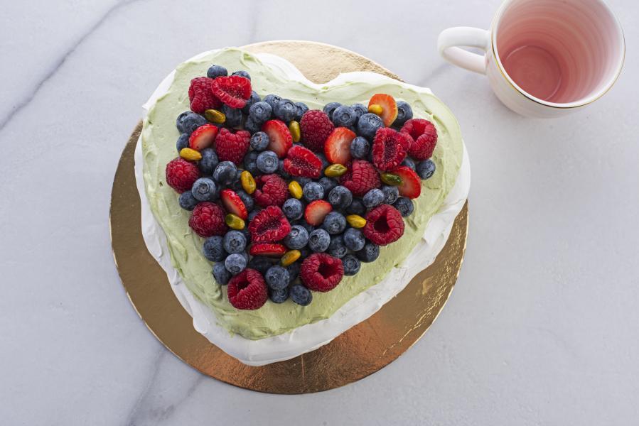 Pavlova torta coeur pistácia